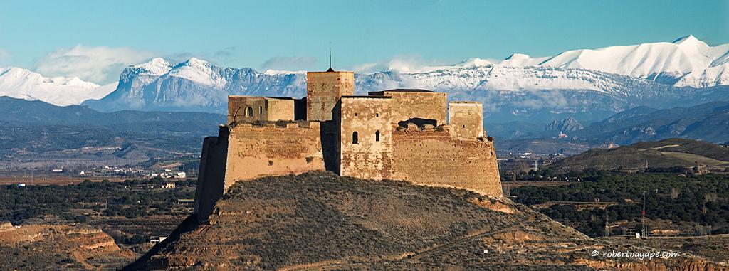 https://historiaragon.files.wordpress.com/2017/06/castillo-de-monzc3b3n.jpg?w=1024