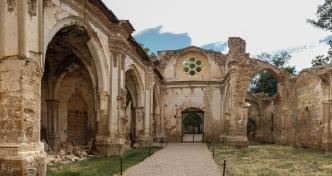 ruinas_del_monasterio_de_piedra_panorama.jpg
