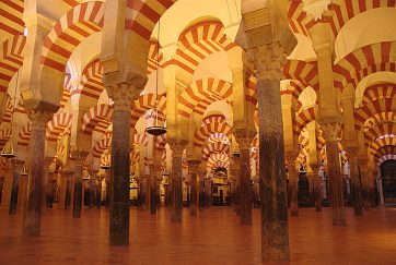 Interior_de_columnes_de_la_Mesquita_de_Còrdova