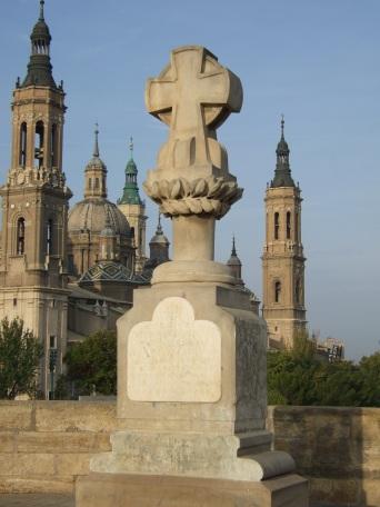 Zaragoza_-_Cruz_de_Basilio.jpg